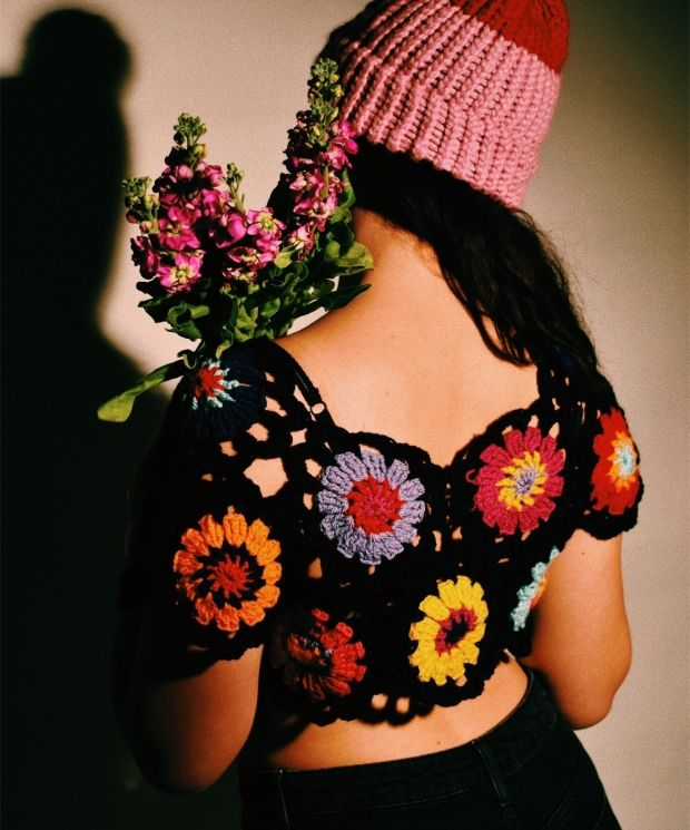 Crocheted cropped flower power T-shirt