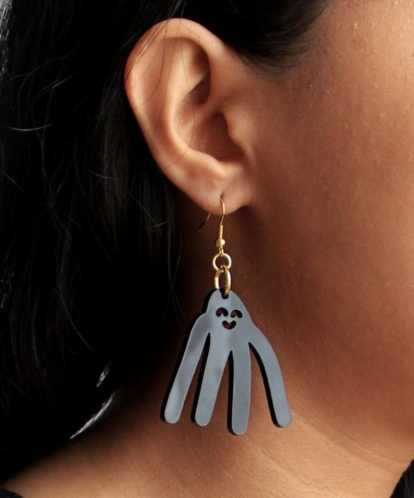 Cute super long armed monster hook earrings in black