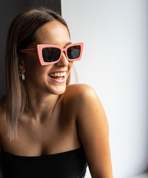 Oversized retro sunglasses in pink